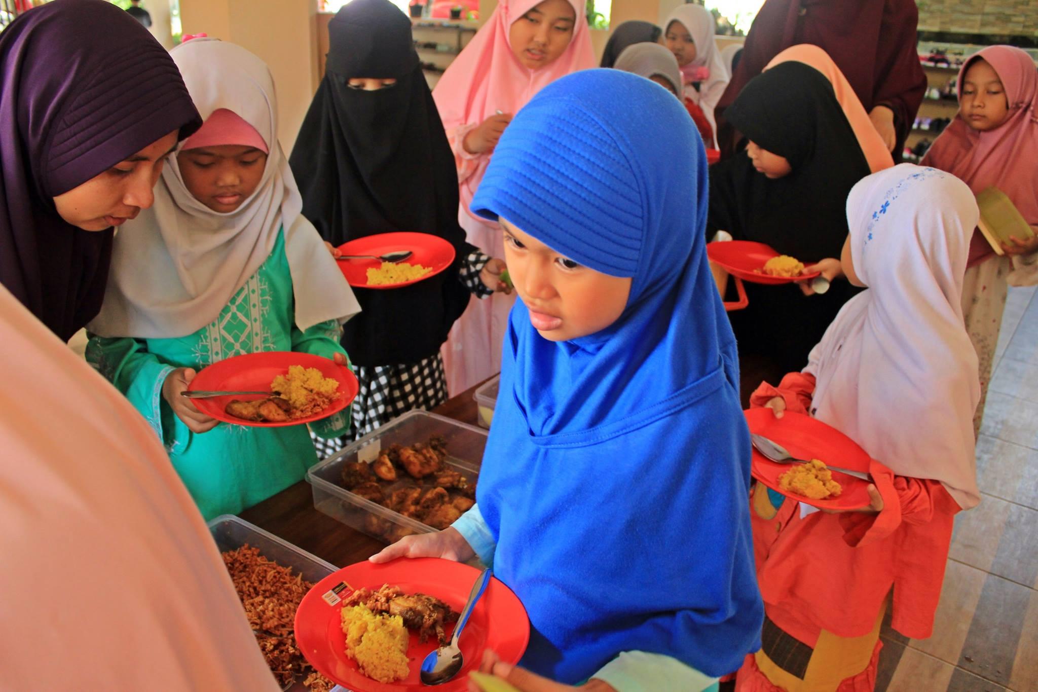 Makan siang Akhwat