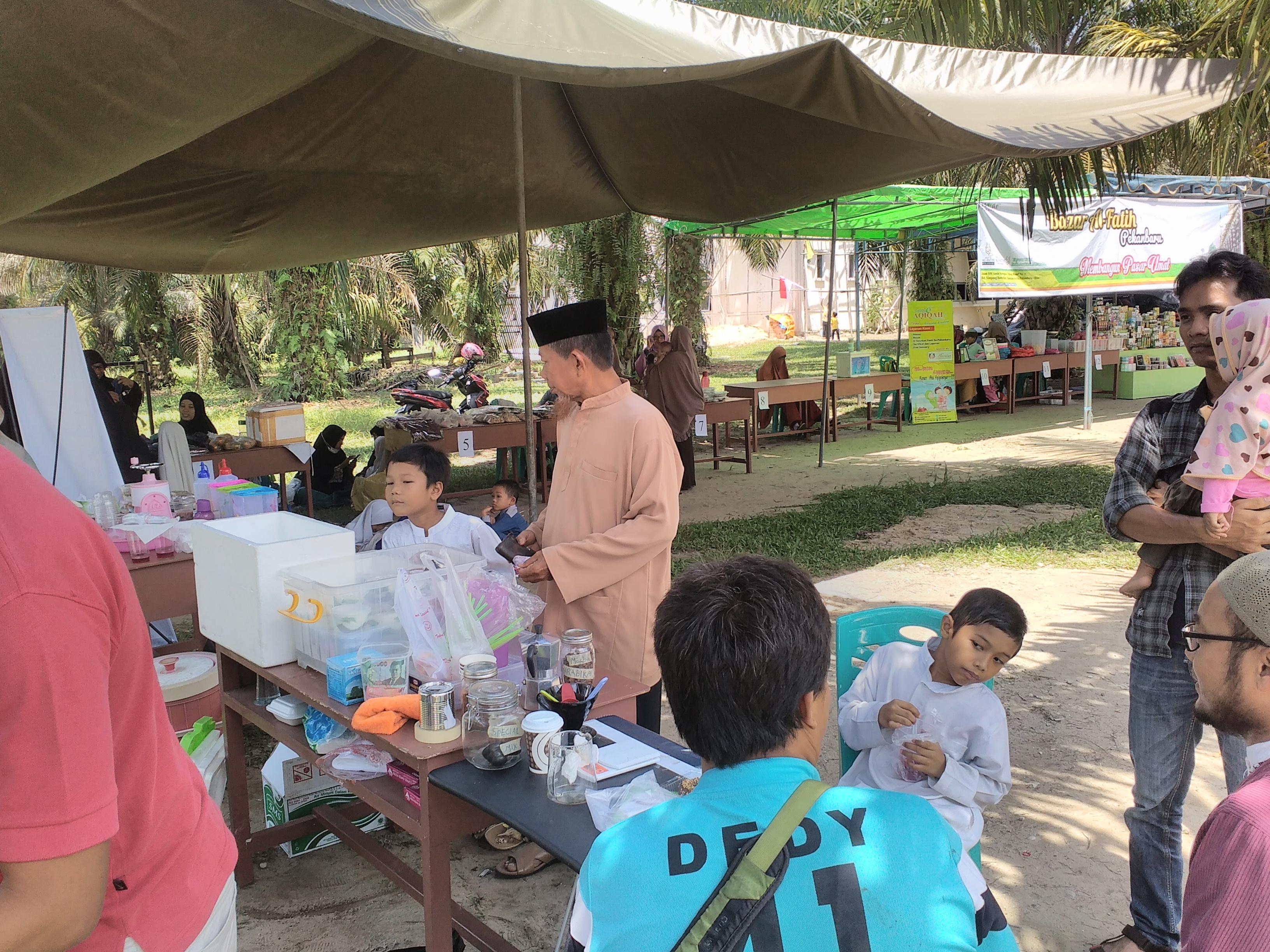 Bazaar pekanan oleh POSKU dan TAWAF